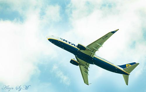 Ryanair to irlandzkie tanie linie lotnicze z siedziba w Dublinie i baza macierzysta na lotnisku w Dublinie. #samoloty #Ryanair düsseldorf