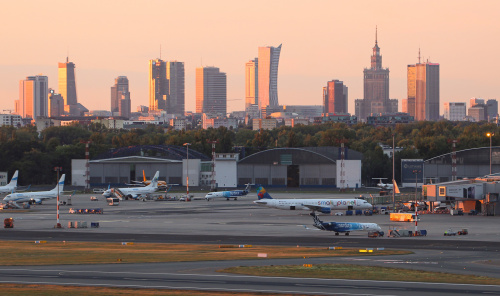 Lotnisko, Warszawa, zachód słońca. I to wszystko na jednym ujęciu :)