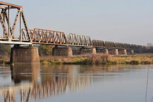 Stany. Nieczynny most kolejowy.