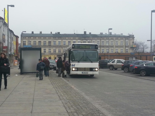 linia 11 kierunek:Zaborów przystanek:pl.Kościuszki 02/centrum marka:DAB