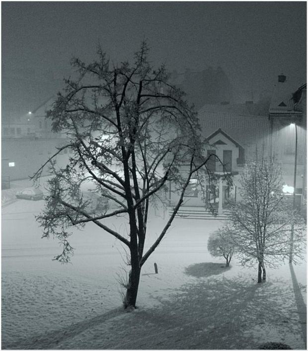 ...przyszła nocą...biała zima...