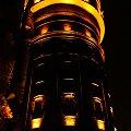 #noc #wieża #światła #mrok #spacer #oświetlenie #światło #nastrój