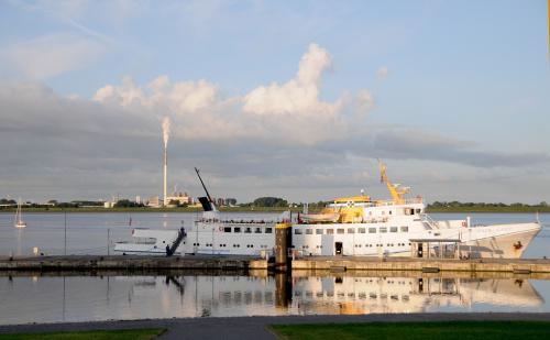 Bremerhaven ,port ,z ktorego plyna statki w roznych kierunkach i miedzy innymi na wyspe .Helgoland lezaca na Morzu Polnocnym.Tym to oto statkiem plynelam na Helgoland. #Bremerhaven #port #alicjaszrednicka
