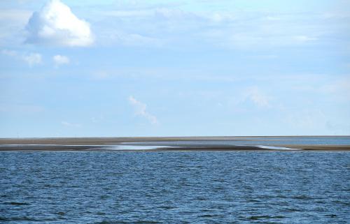 pierwszy raz w zyciu widzialam morski przyplyw i odplyw tam gdzie widac lad rano byla woda,morze a w powrotnej drodze z helgoland troszke sucho sie zrobilo:) #morze #polnocne #wyspa #Helgoland #alicjaszrednicka