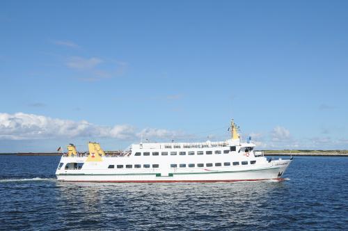 jeden ze statkow plywajacych na wyspe Helgoland #morze #polnocne #wyspa #Helgoland #alicjaszrednicka