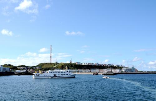 Wyspa Helgoland ze statku #morze #polnocne #wyspa #Helgoland #alicjaszrednicka