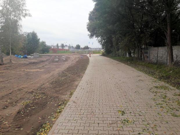 Kolejny fragment drogi - widok w kierunku Lubonia