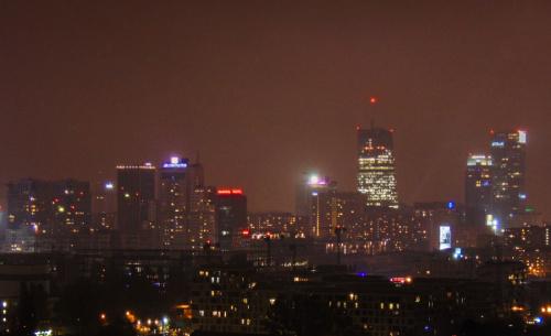 Północna część Warszawy nocą.