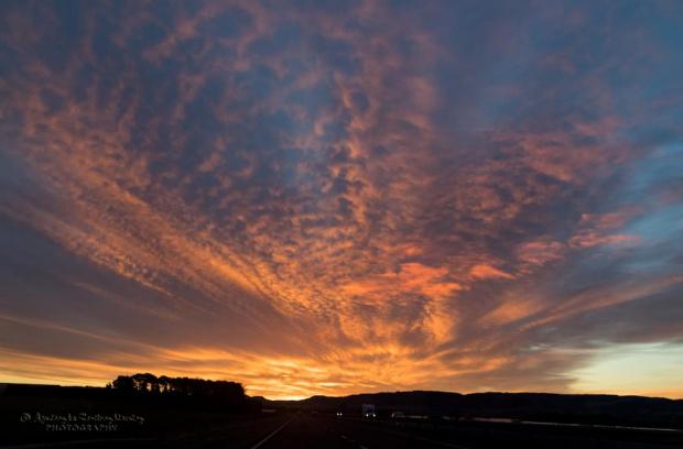 Ognisty wschód słońca